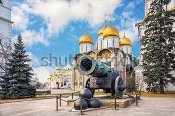 Царь Пушка в Кремле. Купить фотографию в высоком разрешении.